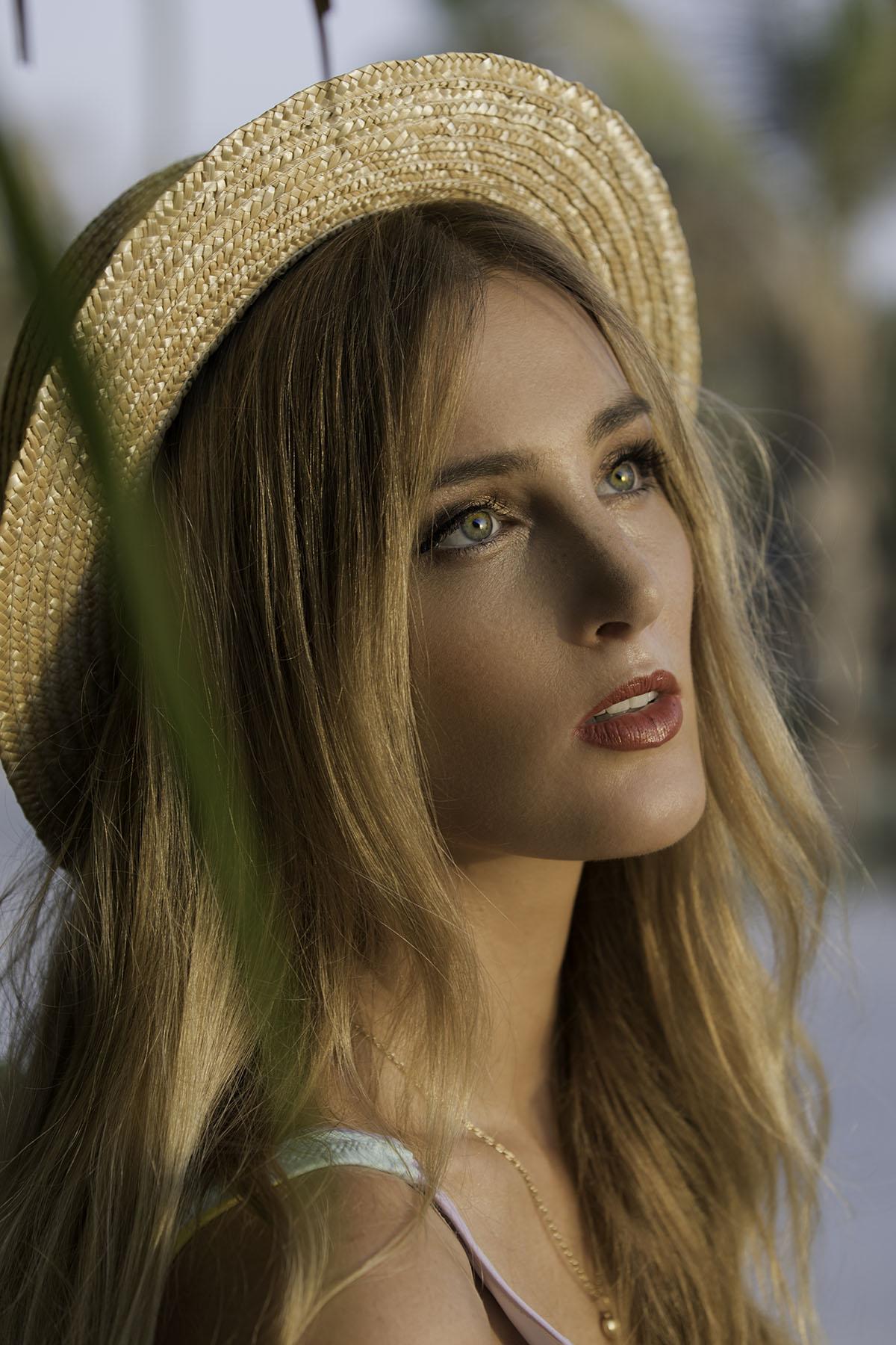 Boho beach fashion shoot with Tess Roozen by Loesje Kessels Fashion Photographer Dubai