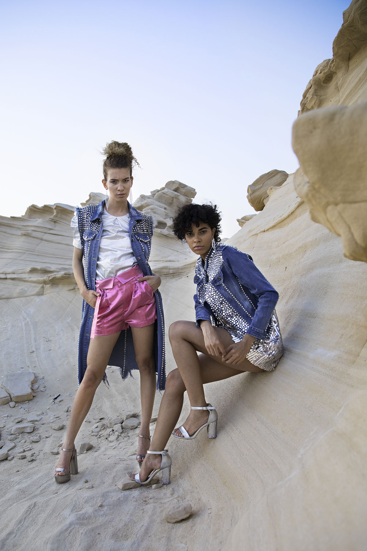 Fashion editorial of Atelier Zuhra denim collection at the Fossil Dunes in Abu Dhabi by Loesje Kessels Fashion Photographer Dubai