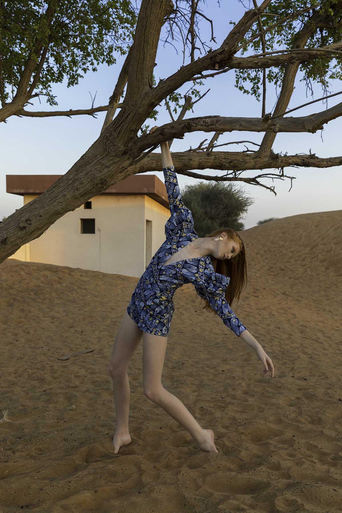 Piper MacKinnon in desert fashion shoot by Loesje Kessels Fashion Photographer Dubai