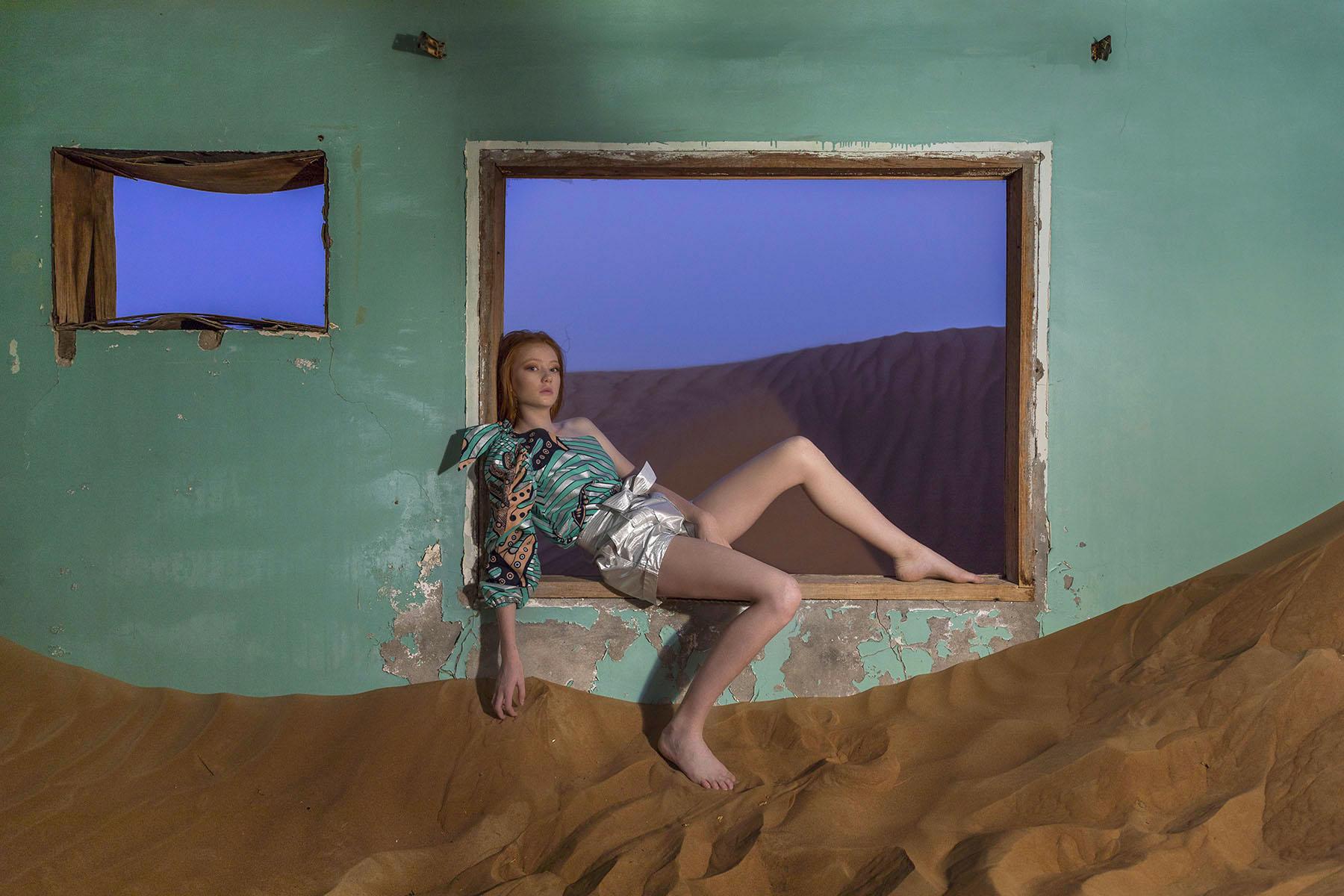 Desert editorial fashion shoot with Piper MacKinnon by Loesje Kessels Fashion Photographer Dubai