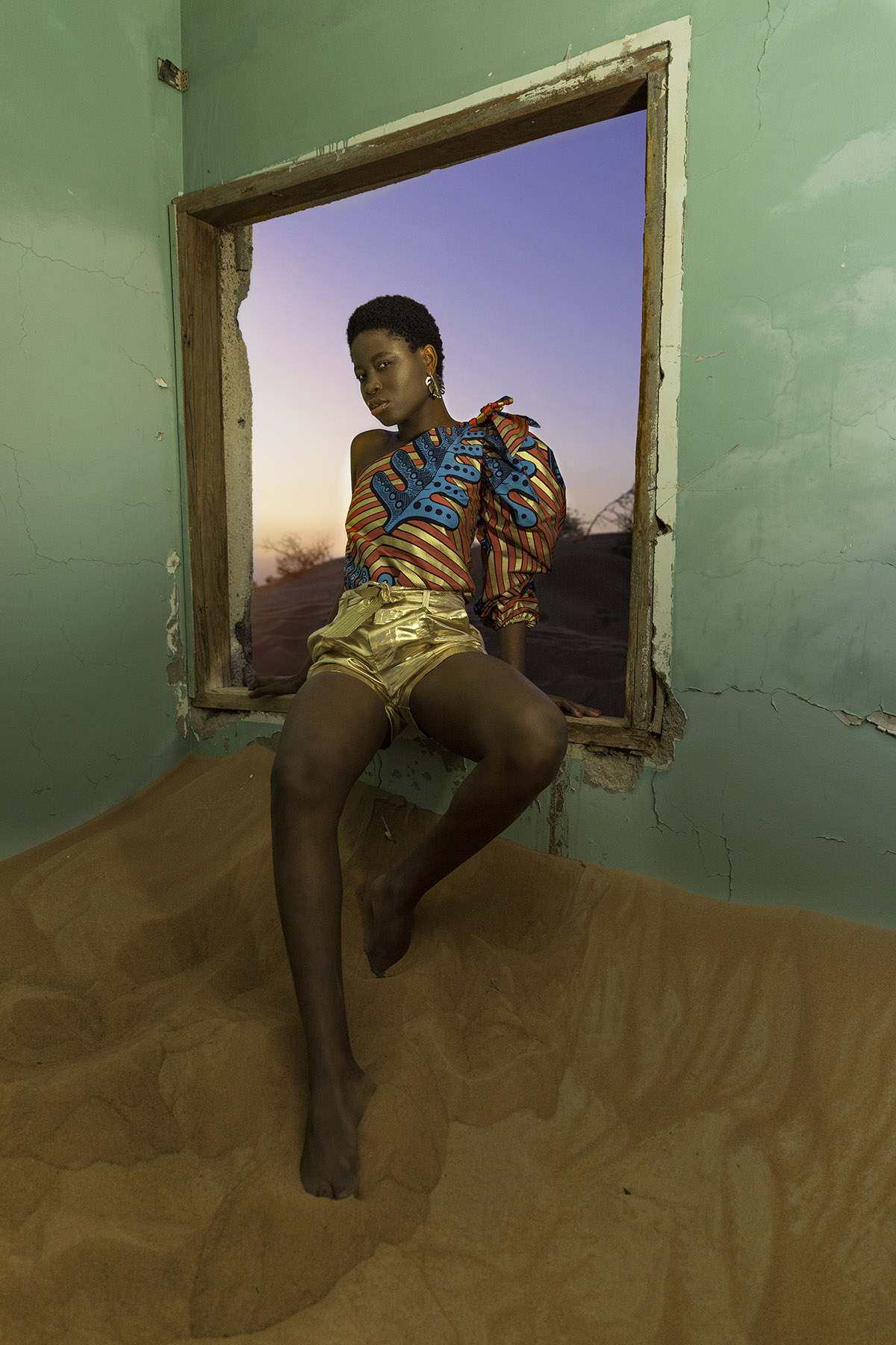 Blessing Williams in desert photoshoot by Loesje Kessels Fashion Photographer Dubai