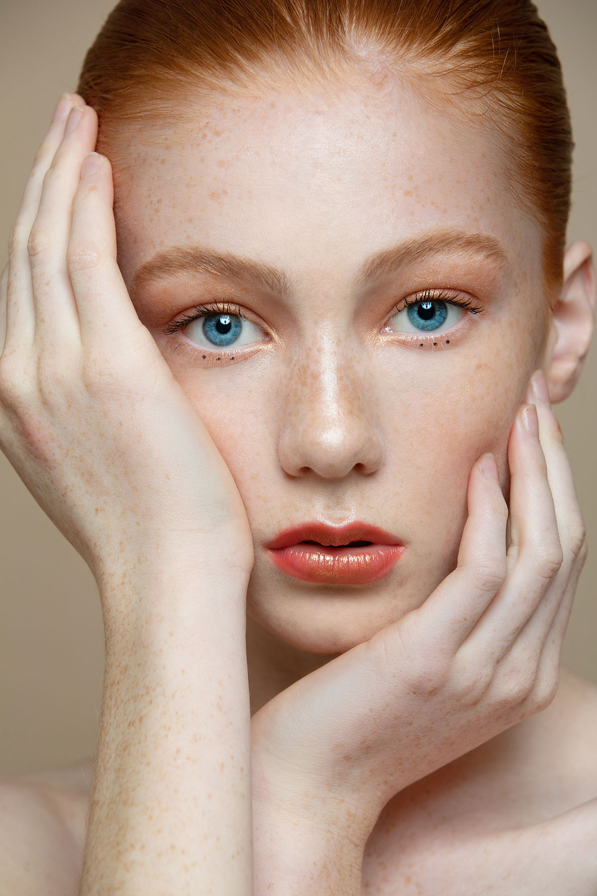 Beauty editorial 'Blue Sapphire Eyes' by Loesje Kessels Fashion Photographer Dubai