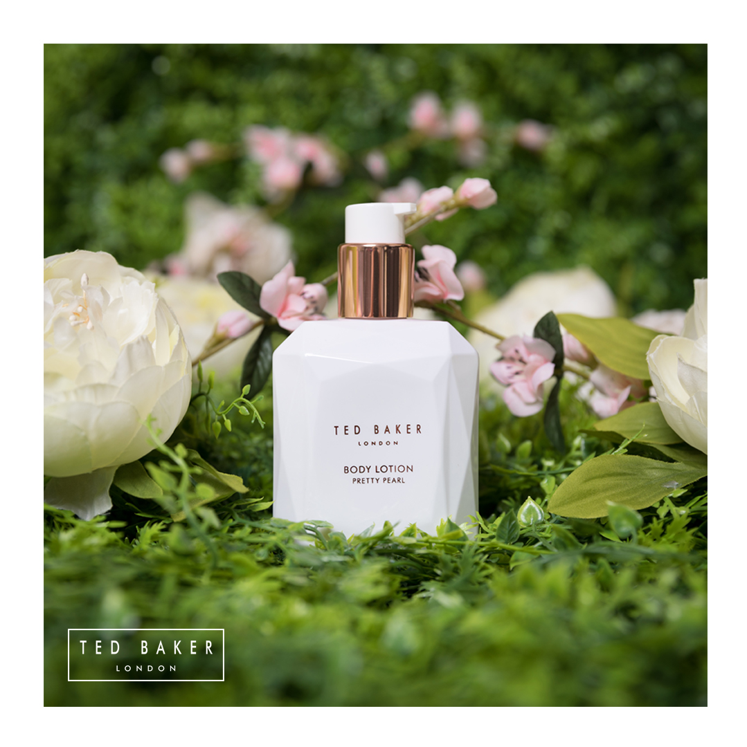 Commercial photography of Ted Baker Body Lotion by Loesje Kessels Fashion Photographer Dubai