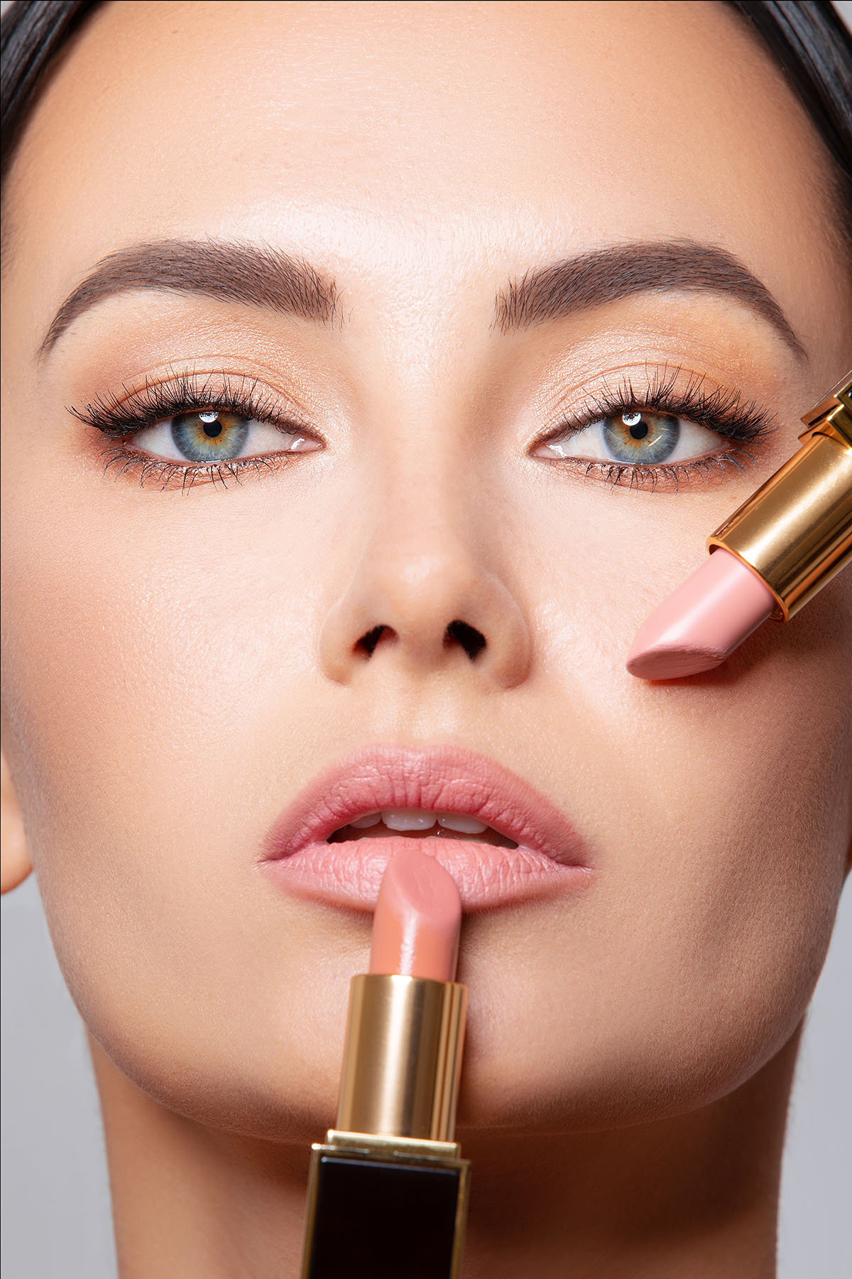Beauty advert photoshoot of model with Tom Ford lipstick by Loesje Kessels - Fashion Photographer Dubai