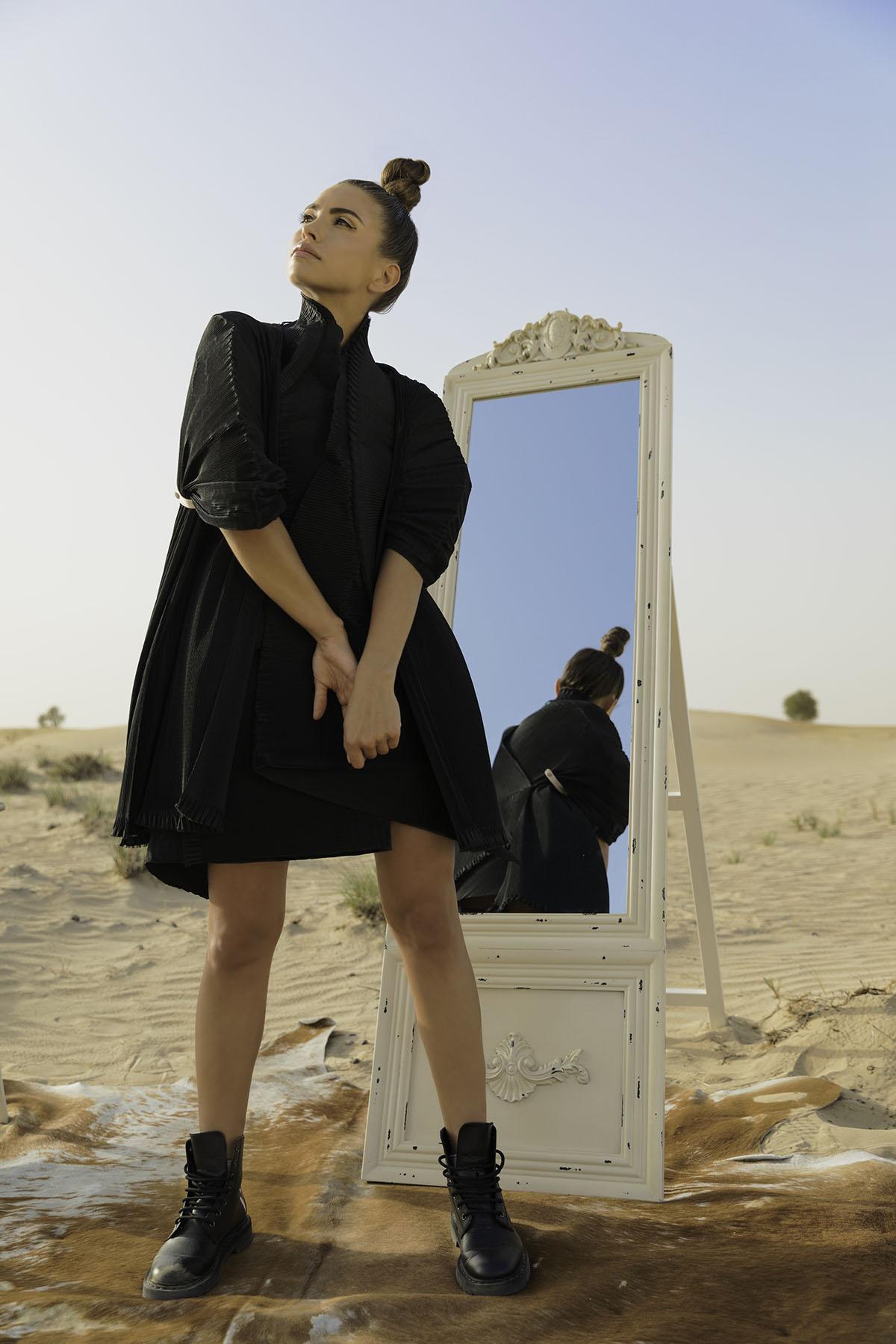 Desert fashion shoot Proshat Sarabloo by Loesje Kessels Fashion Photographer Dubai